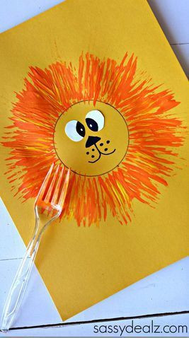 fork-printed lion craft for virtual trip to Africa for homeschoolers