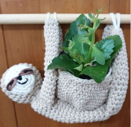 Adorable Sloth plant hanger by Create&Craft;