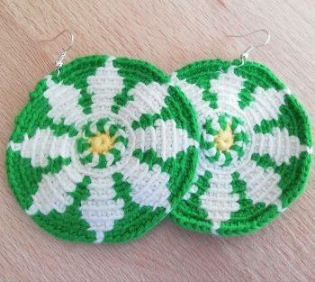 Crochet Daisy earrings - free pattern