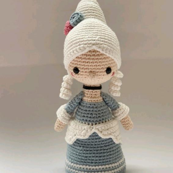 Marie Antoinette Crochet Pattern - Iconic Woman Crochet Pattern