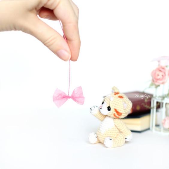 Micro Amigurumi Cat Pattern - NancyOops