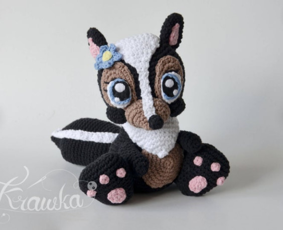 Miss Skunk Amigurumi Pattern by Krawka