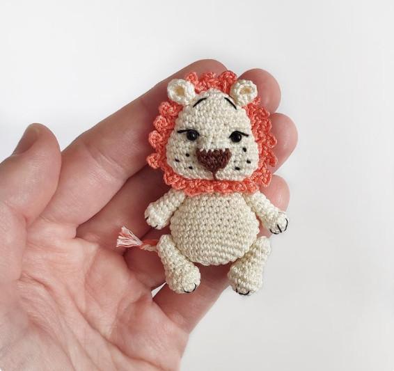 Lion Brooch Crochet Pattern