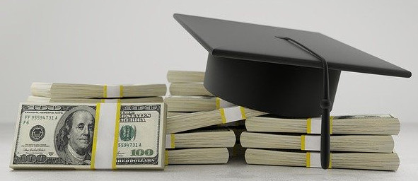Apply for College Scholarships But Stay Away From Student Loans