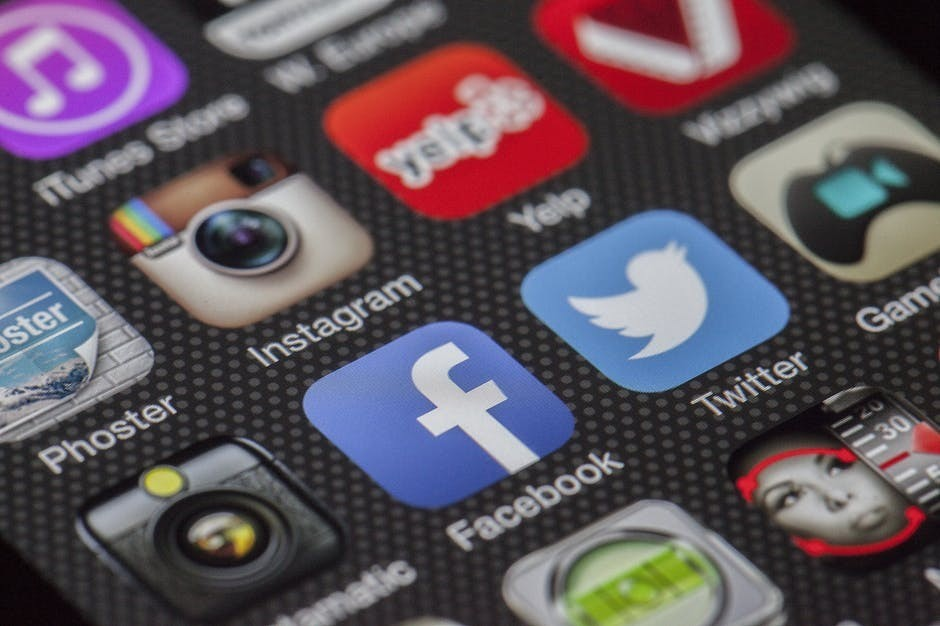 facebook, twitter and other social media to track websites