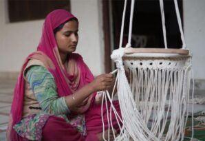 Organic cotton Baby's Swings-Artisan woman working on the macrame baby swing