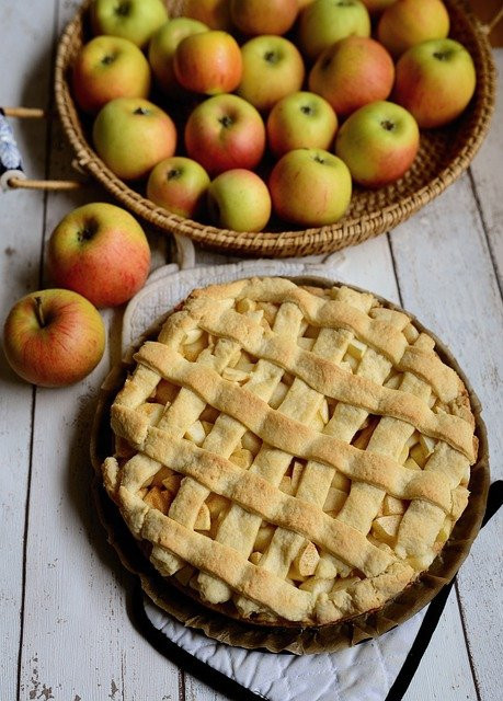 Canadian Thanksgiving Traditions - apple pies