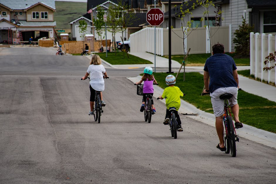 Kids Summer Activities - family out for bicycle ride