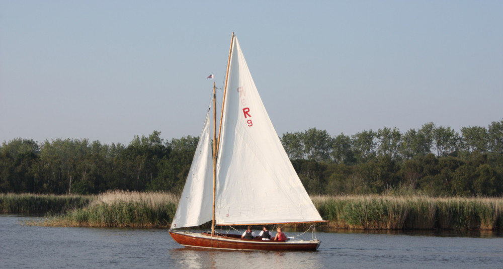 Hire A Boat On The Norfolk Broads - Sail