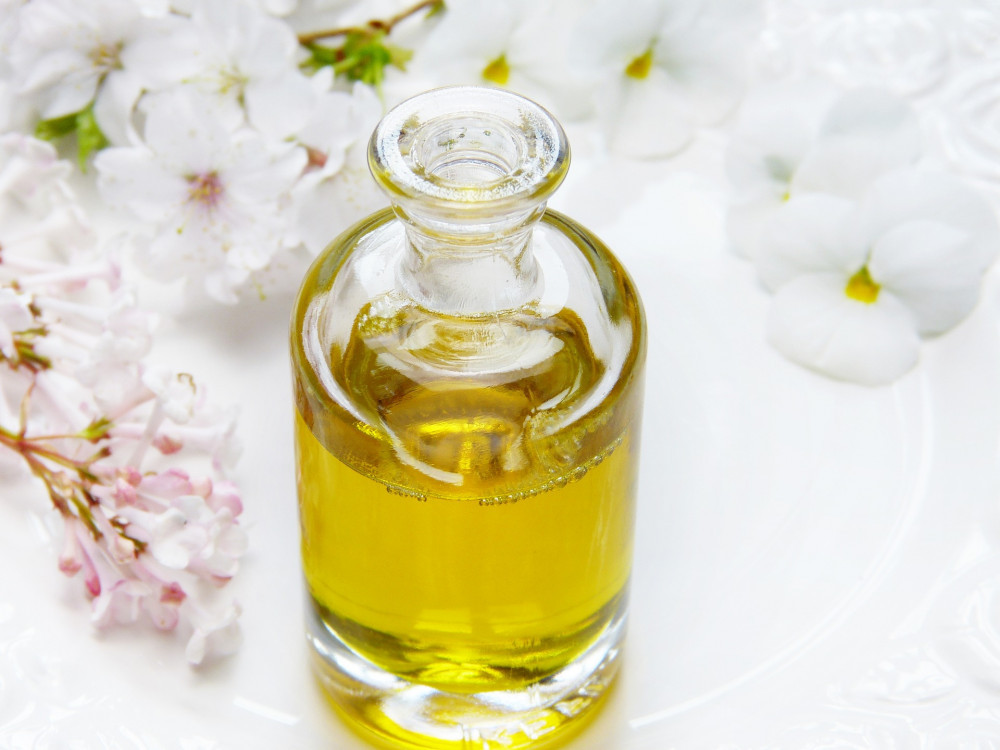 benefits of helichrysum oil for skin