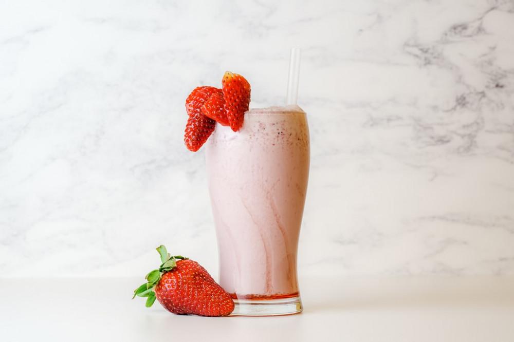 Keto Shakes and Smoothies - srawberry avocado smoothie