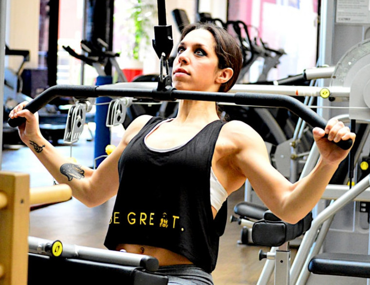 How To Build The Back Muscles - lat pulldowns