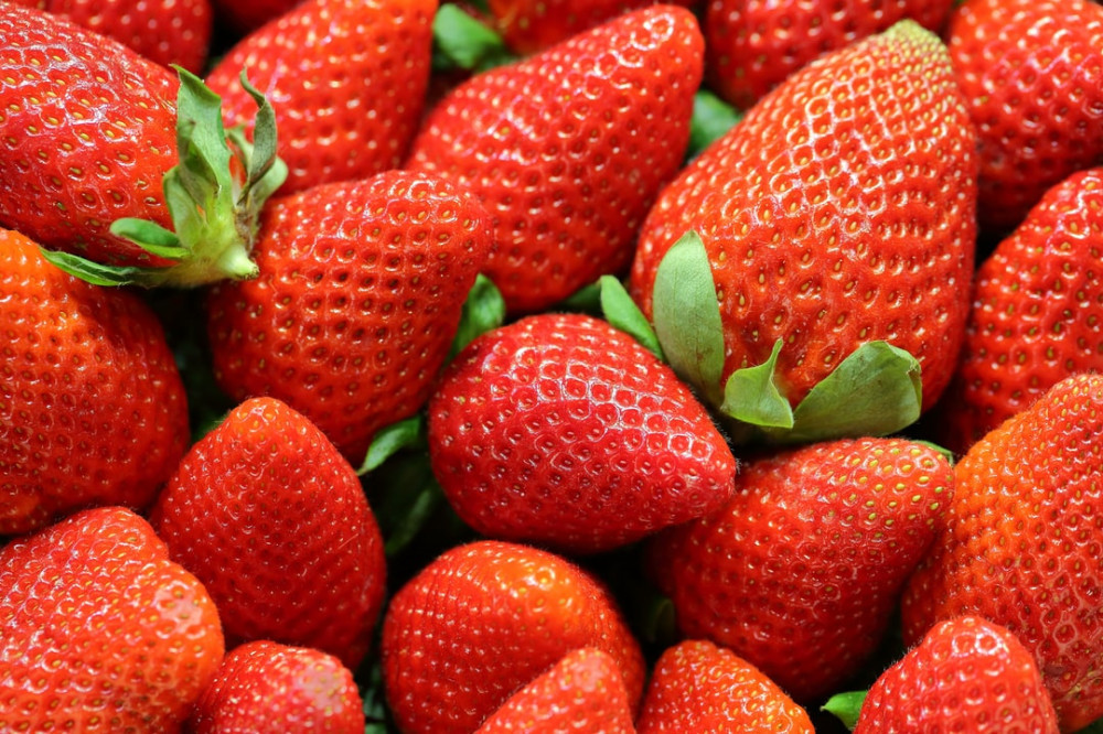 the best fruits for weight loss-strawberries