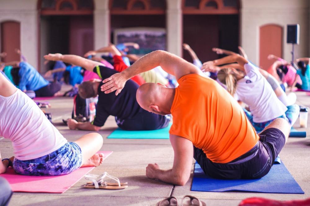 Power Yoga for Beginners-group yoga