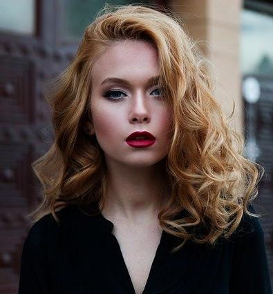 woman-wearing-makeup-