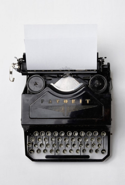 Old-fashioned-type-writer-used-for-writing-new-posts