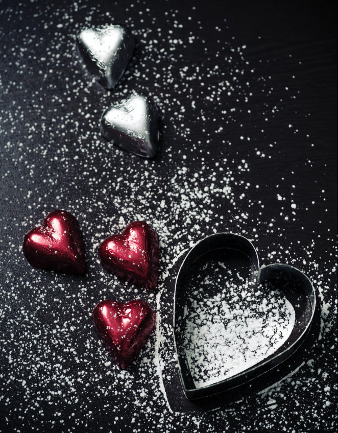 Chocolate-hearts-red-and-silver