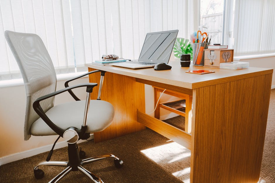 top tips for choosing the best office furniture for happier workplace