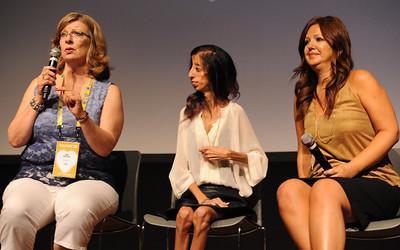 Lizzie Velasquez Sitting Between 2 Women