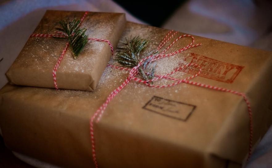 Farmhouse Christmas Wrapping Style | Your Casa Concept