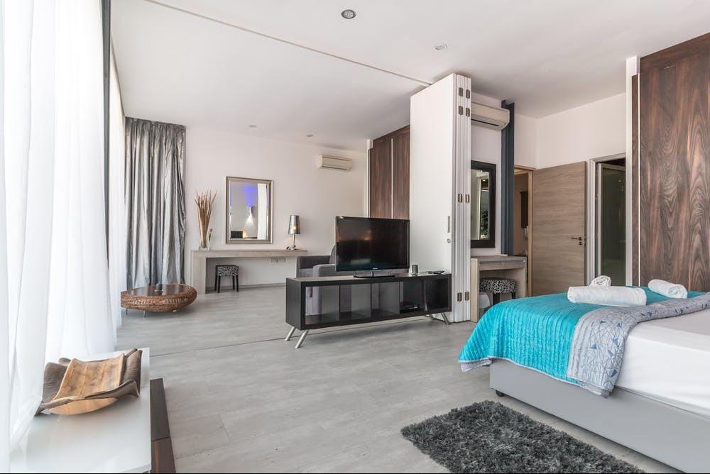 Non-slip faux rug runner for bedroom | Your Casa Concept