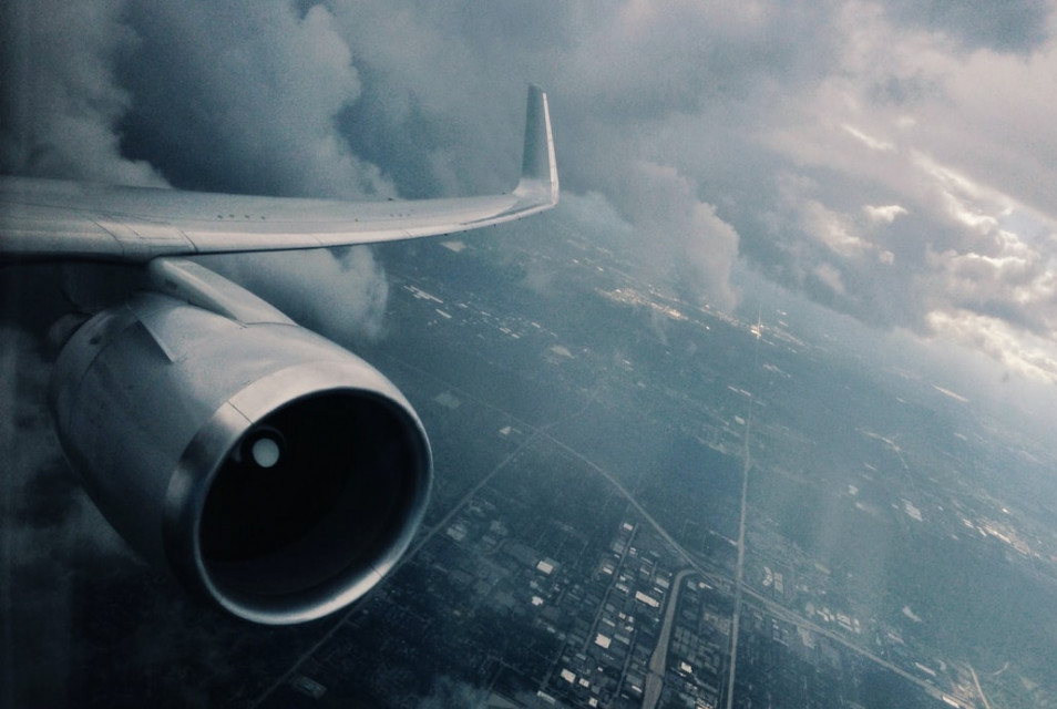 plane climbing to cruise level