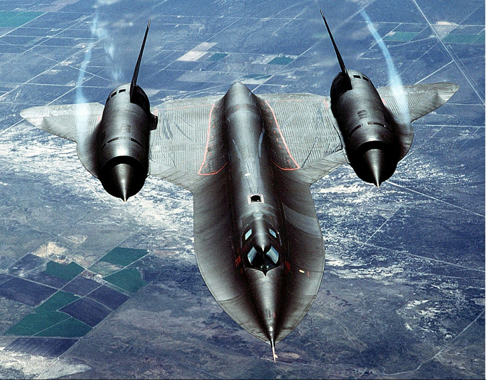 SR-71 Blackbird flying