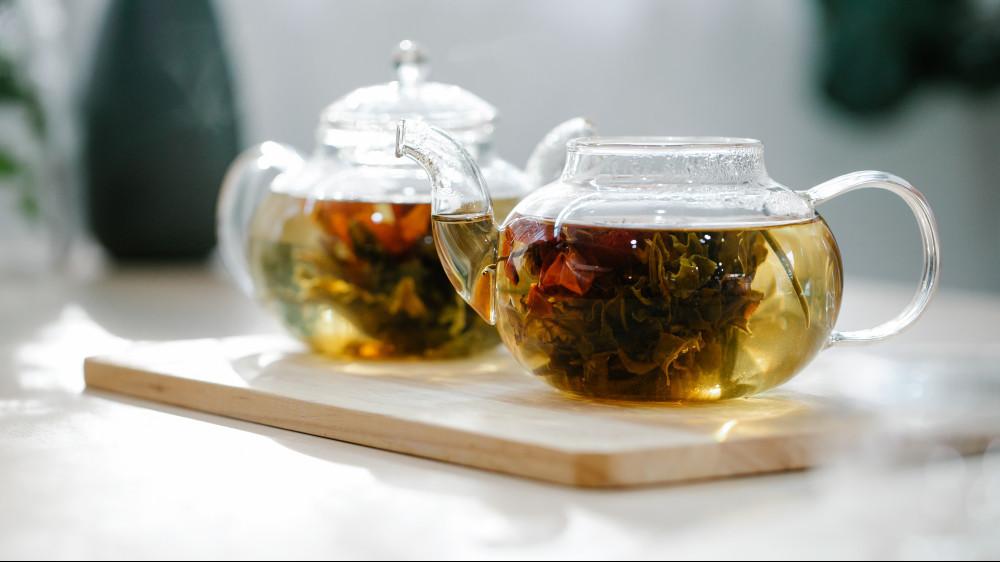 2 teapots of tea