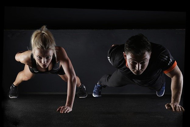 Man-and-woman-doing-the-one-arm-push-up