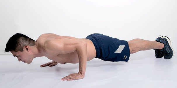 A-guy-performing-a-push-up