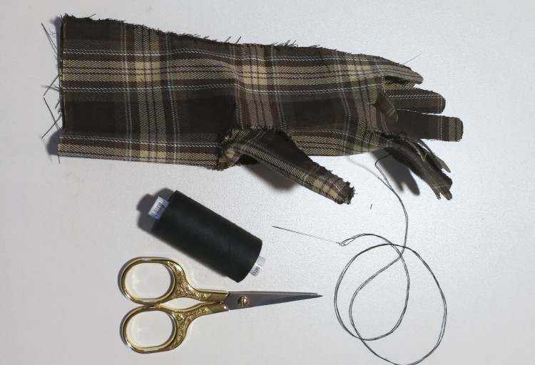 myembroiderypassions hand gloves