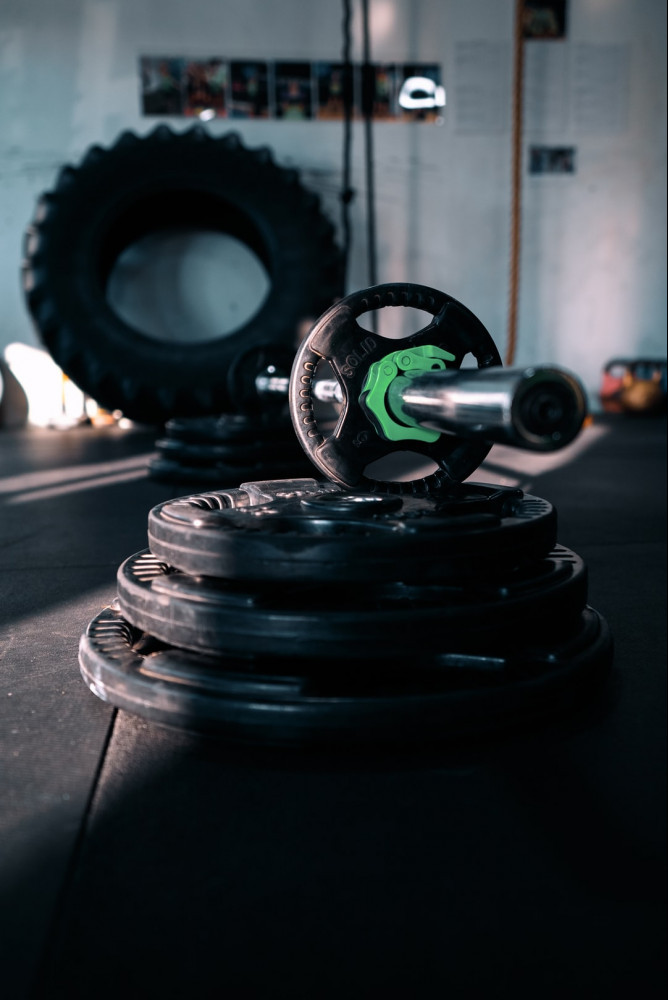 Weight lifting equipment to show that is can be used within the 10 best home workouts