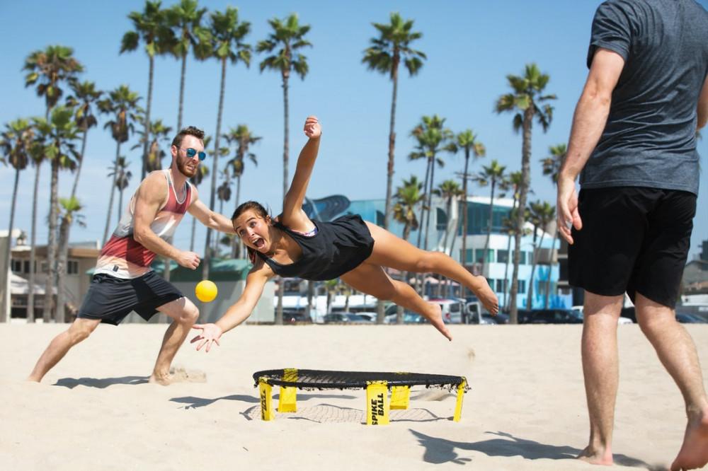 People playing spikeball