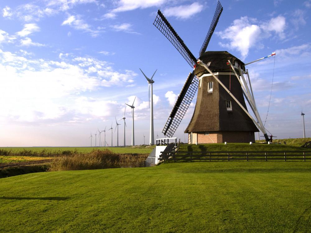 Windmill and wind farm