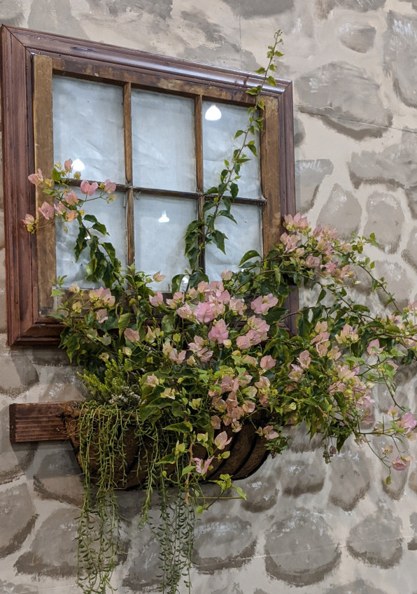 Flowing flowerbox