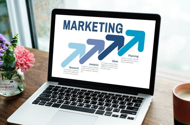 Image of notebook with affiliate marketing on screen