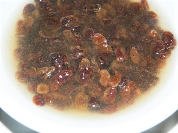 Raisins in boiled water