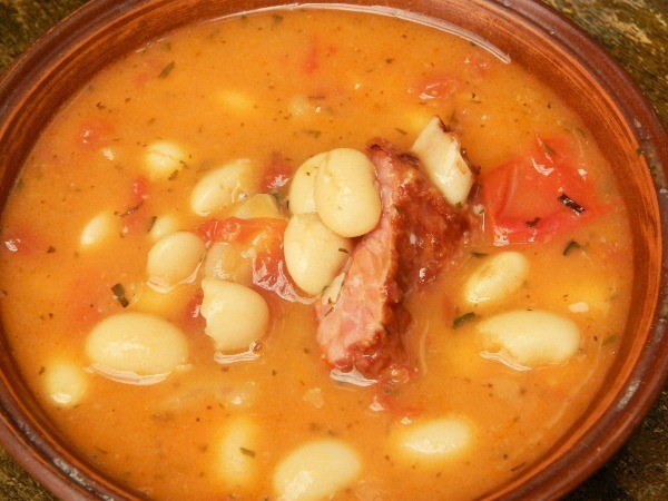 White bean soup with smoked ribs