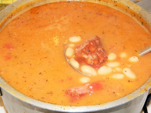 White bean soup with smoked ribs ready