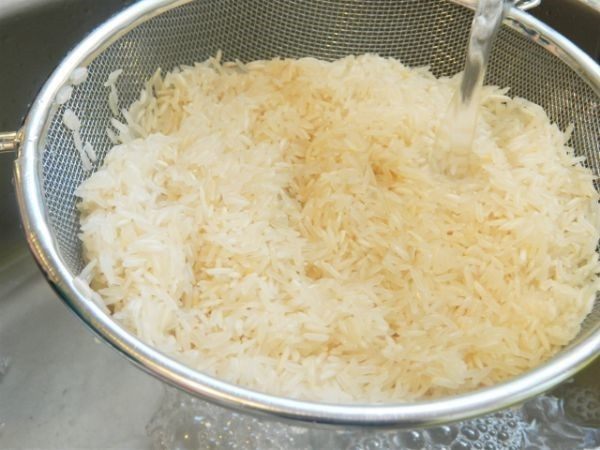Washing rice