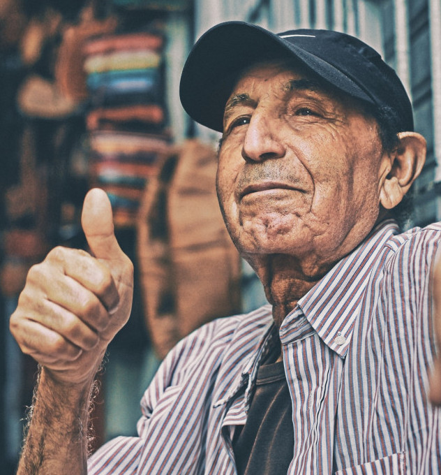 An old man with the right thumb up to signify How to tell if an MLM company is good to join – From our 2019-2020 Reviews