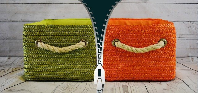 Green square bag for pro and red one for contra