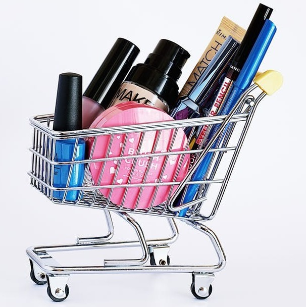 Trolley with shopping to signify Get Cashback when Shopping