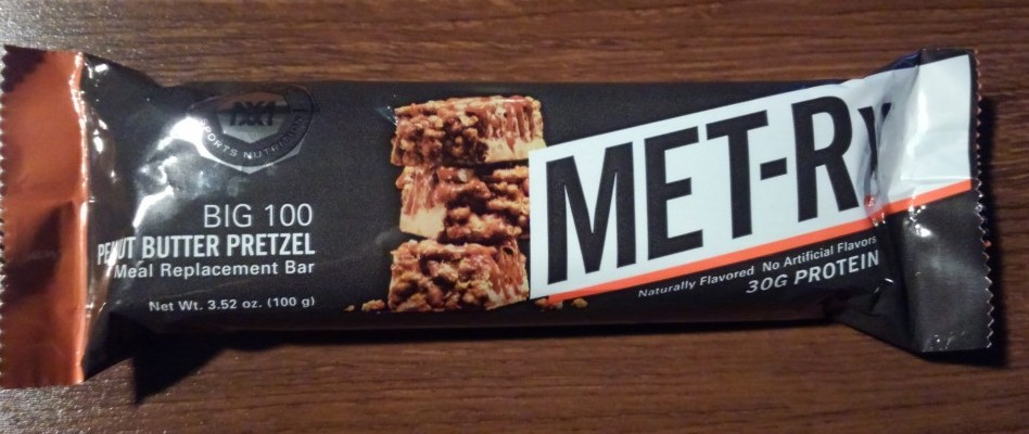 MET-Rx BIG 100 Peanut Butter Pretzel Meal Replacement Bar