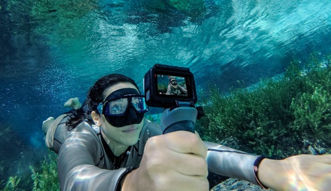 taking a selfie underwater on vacation with GoPro hero6
