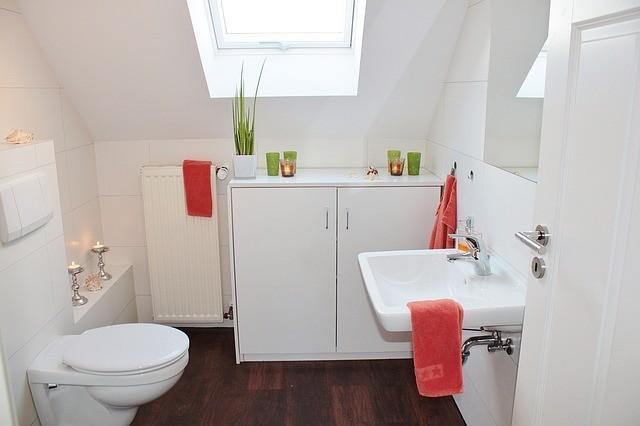 minimalist style small bathroom