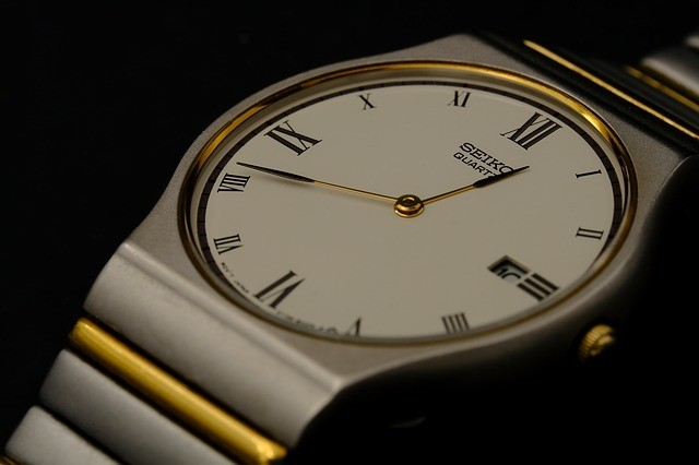 does a quartz watch need servicing