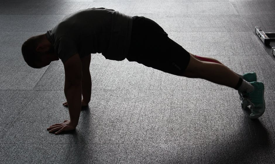 Man doing planks, an example of core exercises with no equipment