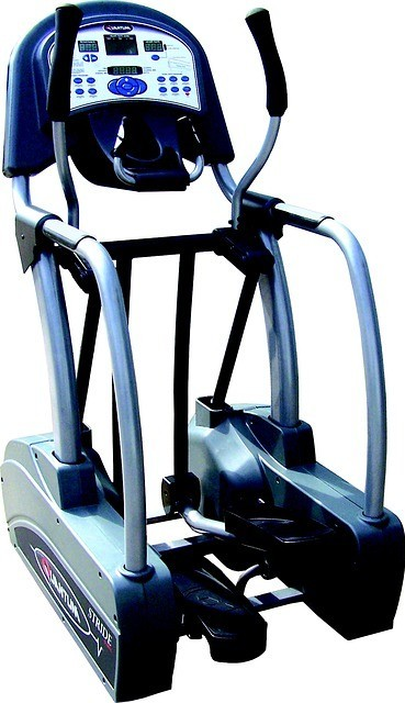 Elliptical machine demonstrates how to strengthen core muscles