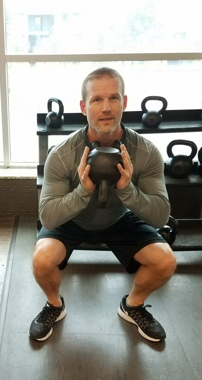 Goblet squats demonstrate how to strengthen core muscles